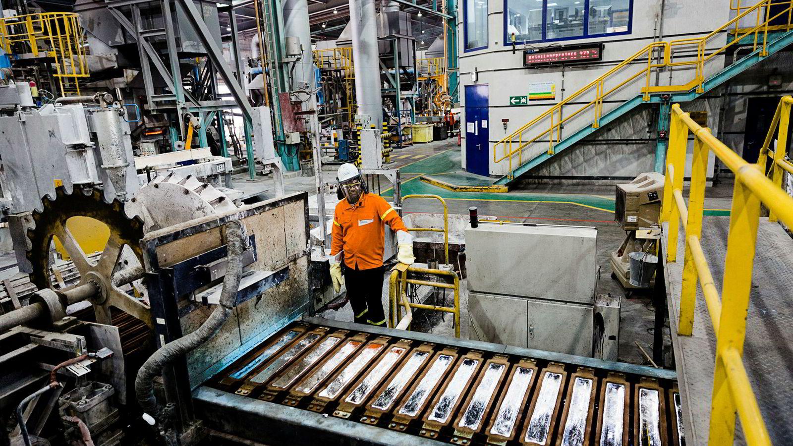 Aluminiumsverket Qatalum i Doha, hvor Qatar Petroleum og Hydro eier 50 prosent hver, har en produksjonskapasitet på nesten 600.000 tonn i året. Det meste sendes ut via havnen i Dubai. Nå er grensene stengt.