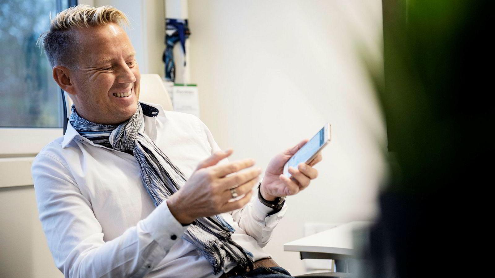 Jens Glasø har siden kollapsen i kompisbanken Trustbuddy investert flere titall millioner i mobilbetaling i utviklingsland. Nå er han på jakt etter oppimot 200 millioner kroner til å fullfinansiere satsingen.