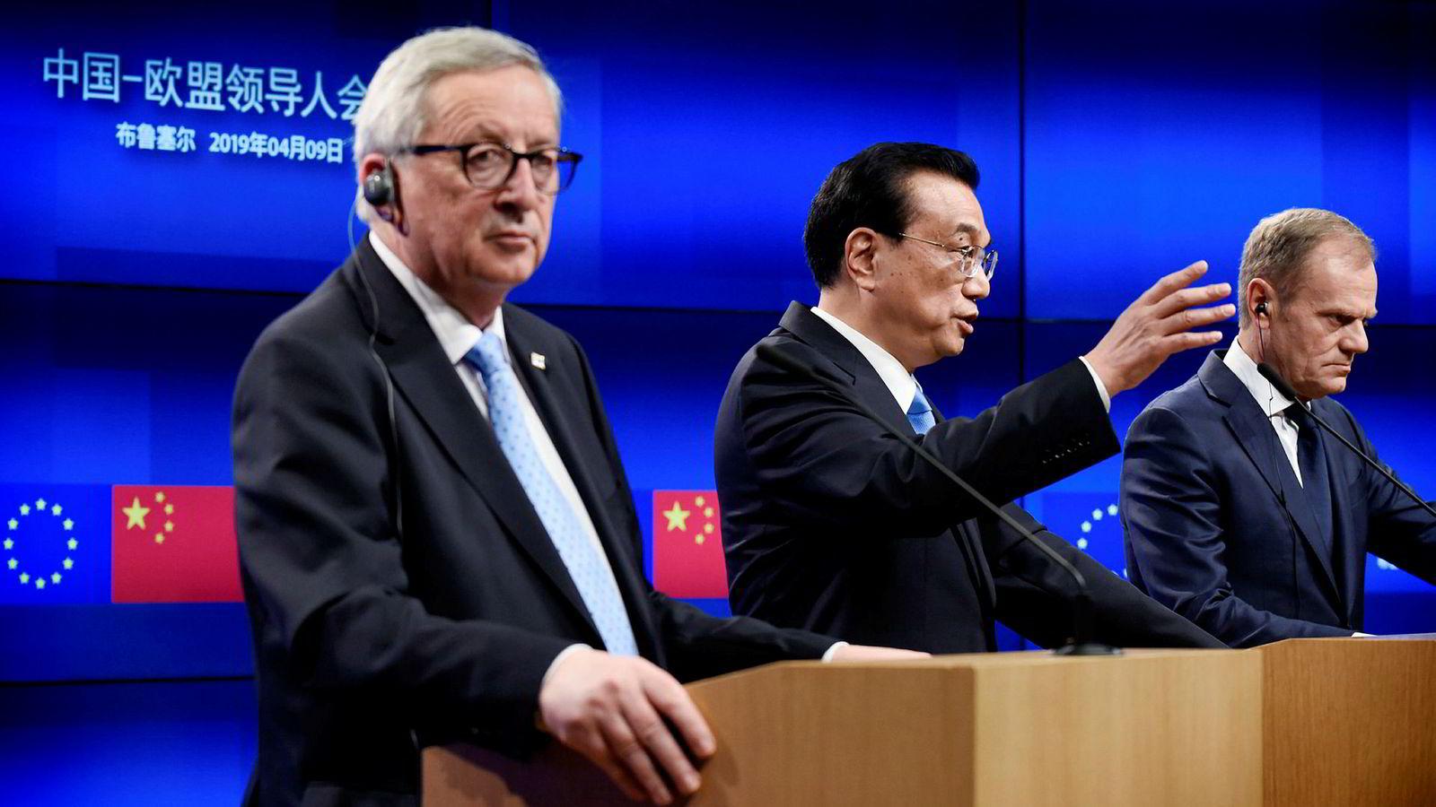 EU-forhandlere la sjeldent press på Kina før toppmøtet denne uken. Kina forplikter seg til reformer for å åpne egne markeder med avtalte tidsfrister. Kinas statsminister Li Keqiang sammen med Europakommisjonens president Jean-Claude Juncker og EU-president Donald Tusk under toppmøtet.
