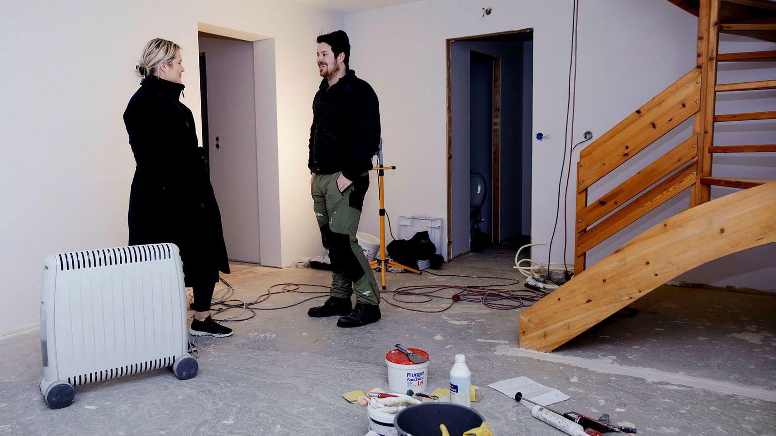 Mari Almaas (24) og Kristian Monsen (26) håper på å være innflytningsklare i mars etter å ha pusset opp sin nykjøpte bolig.