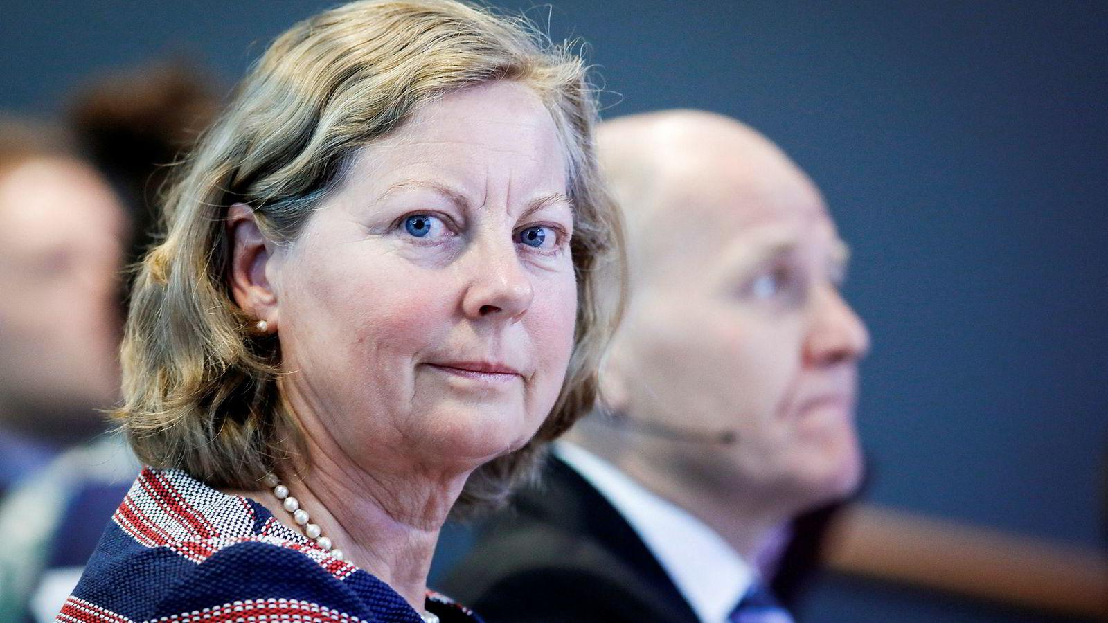 Berit Svendsen erstattes av to menn i Telenor.