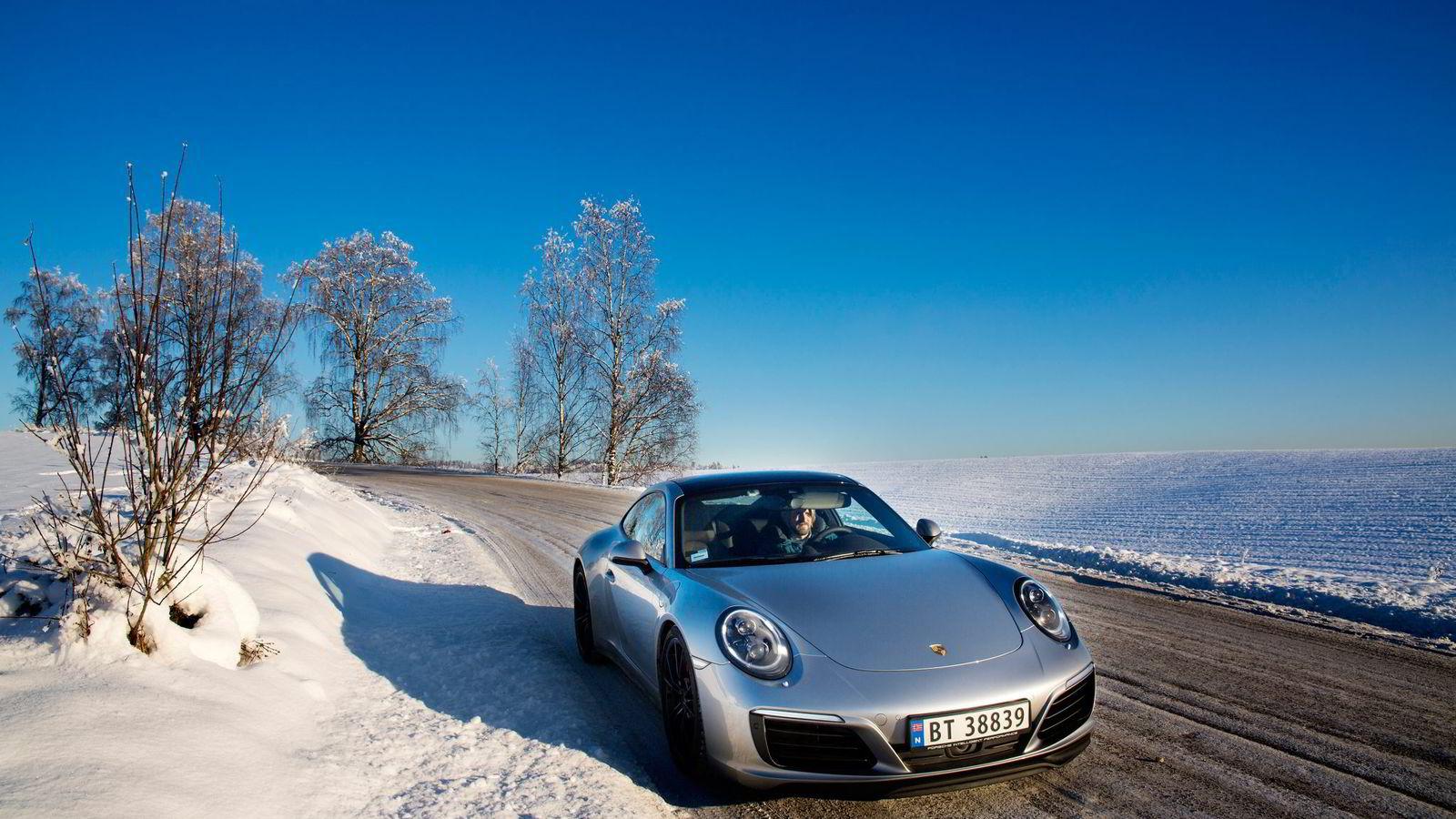 Potensialet til Porsche 911 Carrera 4S tas nok best ut på sommerføre, men også på norske vinterveier vil man ha stor glede av bilens gode kjøreegenskaper.