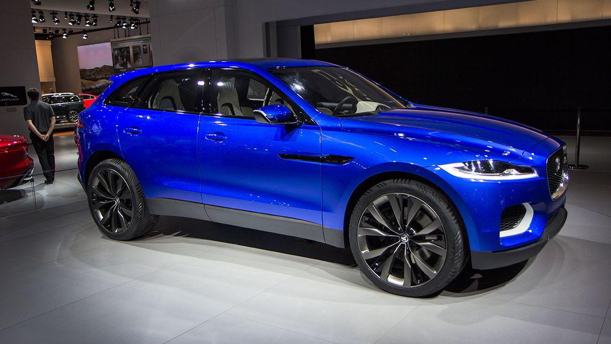 Som konseptbiler flest er Jaguar C-X17 bred og relativt lav.