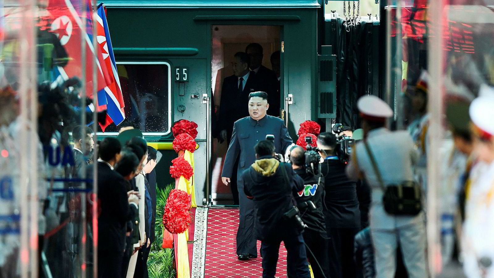 Det er også denne gang historisk sus over toppmøtet mellom Donald Trump og Kim Jong-un. Kim ankom først til Vietnams hovedstad Hanoi.