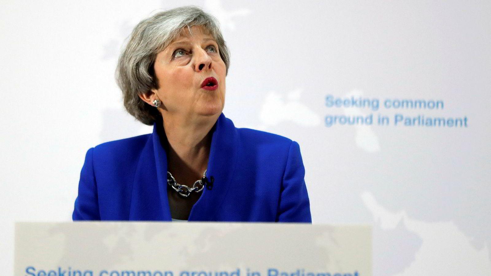 Storbritannias statsminister Theresa May baler fælt med brexit.