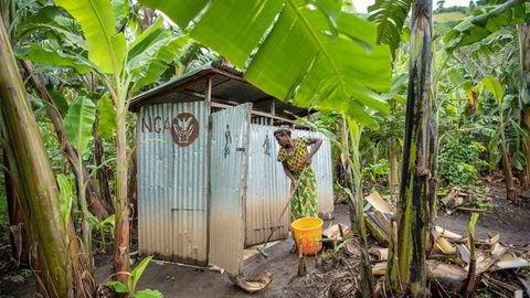Mange norske bedrifter og selskap har finansiert til dømes prosjekt gjennom norske organisasjonar, som Kirkens Nødhjelp, og rapportert om dette under samfunnsansvar. Her frå Kirkens Nødhjelp hjelpearbeid i Kongo.