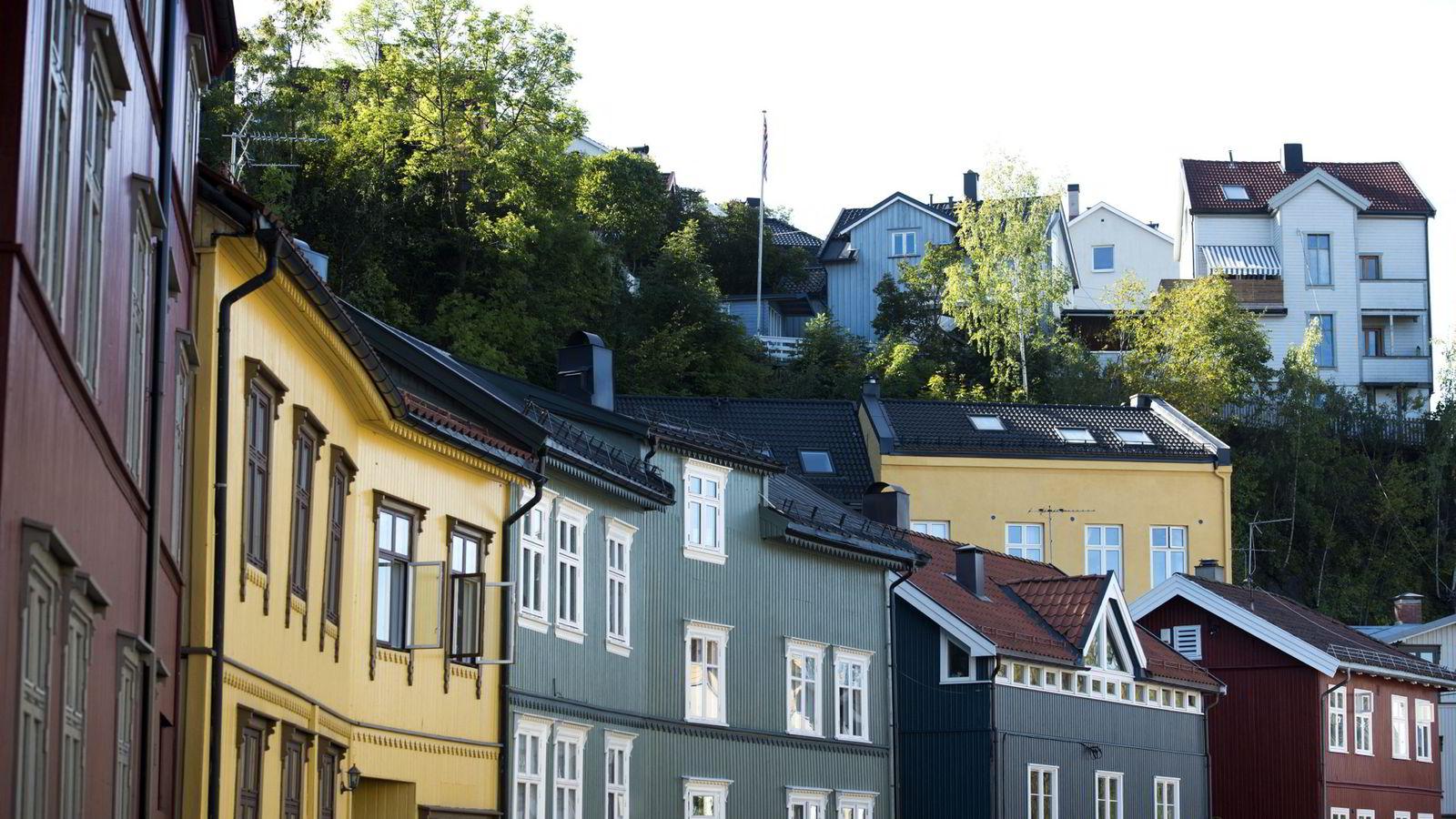 - Det er fremdeles press i markedet i deler av Oslo med høy aktivitet og rask salgstid. Det norske boligmarkedet er nå preget av stadig større regionale forskjeller, sier administrerende direktør Christian V. Dreyer i  Eiendom Norge.               Arkivfoto fra Gamlebyen i Oslo.