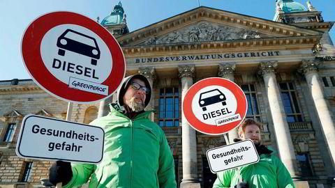 Greenpeace-aktivister demonstrerte for dieselforbud før forbundsdomstolen i Leipzig tirsdag ga grønt lys for å forby dieselbiler i Tyskland.