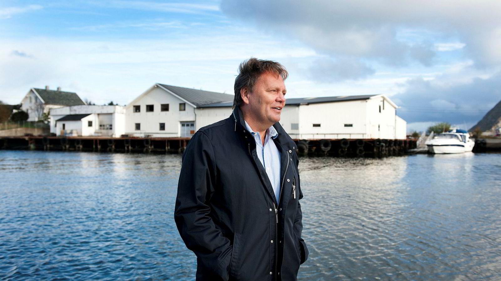 Stig Remøy truer med søksmål mot Kjell Inge Røkkes krillrederi Aker Biomarine, hvis konkurrenten tar i bruk hans patentbeskyttede metoder.
