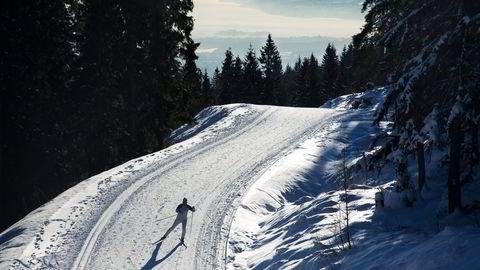 – Skøyting er som en dans på ski, sier Siri Halle og skøyter seg til toppen av Frognerseteren. Foto: