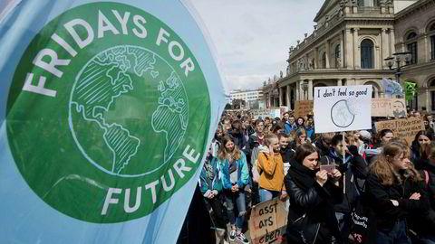 Protestbølgen med krav om handling i klimapolitikken legger press på EU. Bildet er fra en skolestreik for klima i Hannover i Tyskland forrige uke.