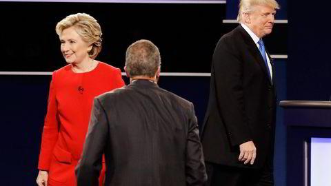 Hillary Clinton og Donald Trump går hver sin vei etter presidentkandidatdebatten på Hofstra University i Hempstead i New York. Foto: David Goldman/AP/NTB Scanpix