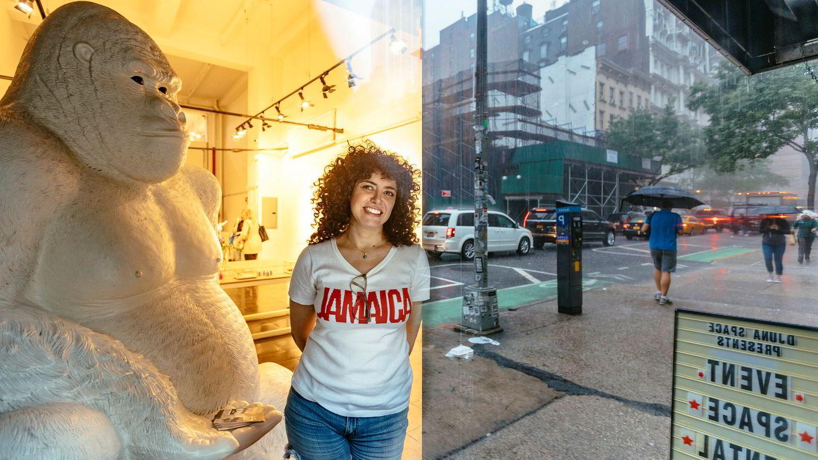 Ashley Hanosh måtte legge ned klesbutikken Honey in the Rough på Manhattan nylig, og har nå åpnet nytt lokale for korttidsutleie – «pop-up»-eventer – der klesdesignere selger egne produkter. – For å si det enkelt: Amazon vant kundene, sier hun.