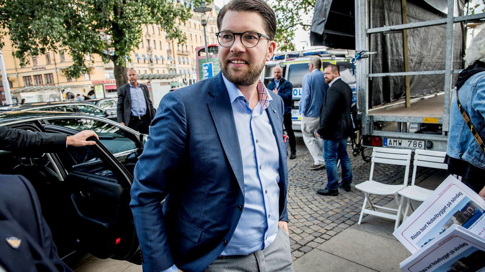 Jimmie Åkesson, partileder i Sverigedemikratene, har startet arbeidet etter søndagens valg. Her fra et valgmøte forrige uke.