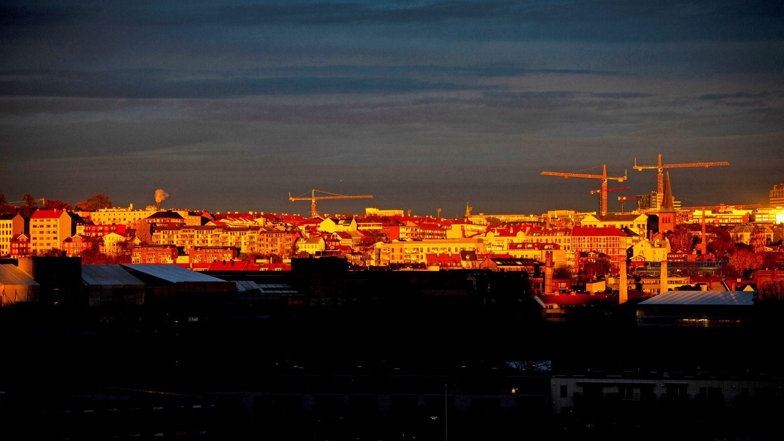 Det er mange byggekraner i Oslo, men nesten ingen boliger er oppnåelige for A4-familien.