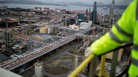 Mongstad-raffineriet får nå pålegg om å gjennomgå sine arbeidsmiljø-systemer for å ivareta sikkerhetshensyn.