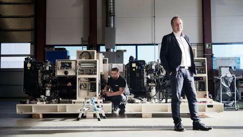 Hans Petter Heggebø vurderte å avvikle selskapet Blueday Technology da riggmarkedet kollapset, men angrer ikke i dag på at han valgte å satse videre. I bakgrunnen medarbeider Macin Stegenta.
