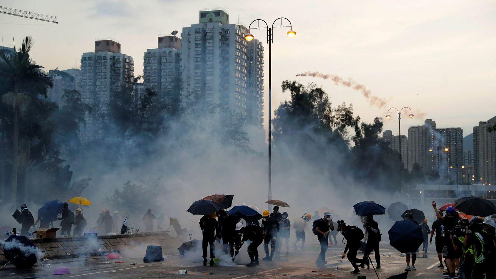 Kina advarer USA om å blande seg inn i Hongkong.