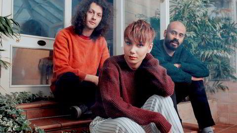 Verdensmusikk. Aleksander Kostopoulos, Ella Marie Hætta Isaksen og Daniel Eriksen er ISÁK. Nå er debutalbumet her.