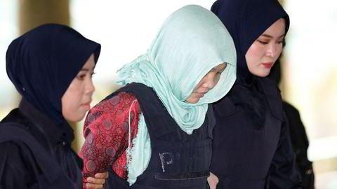 Vietnamesiske Doan Thi Houng (i midten) erklærte seg mandag skyldig i å ha skadd Kim Jong-uns halvbror.
