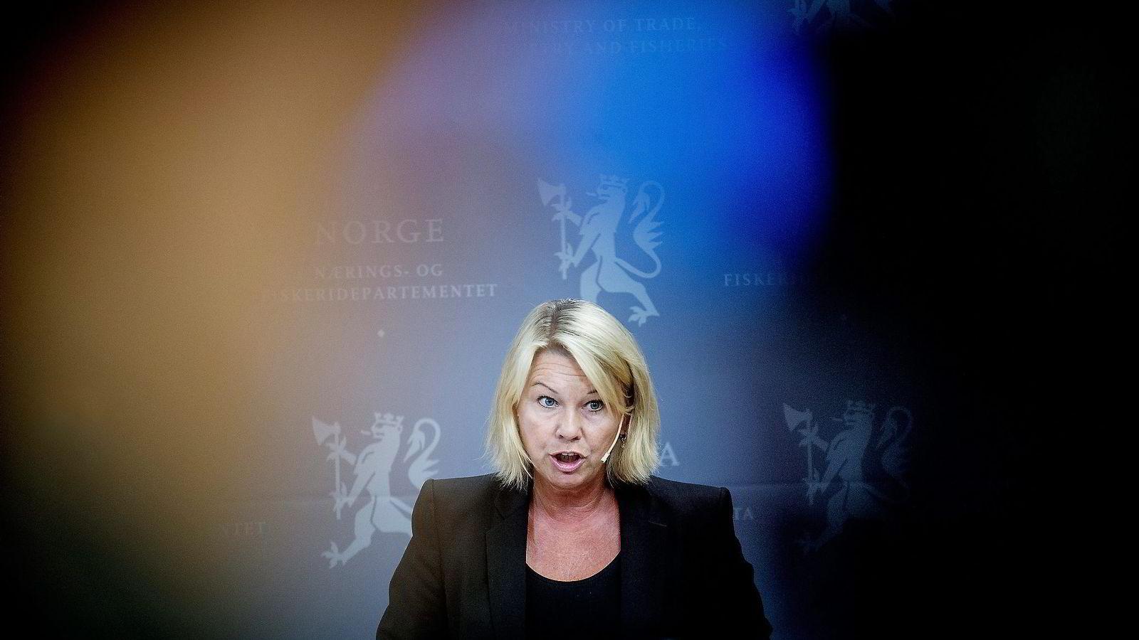 Næringsminister Monica Mæland stilte fredag til pressekonferanse om bråket rundt utnevnelsen av Thorhild Widvey som styreleder i Statkraft. Foto: Gorm K. Gaare