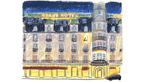 Grand old lady. Oslos mest kjente hotell og dens kafé har vært stamsted for forfattere siden slutten av 1800-tallet. Nå er hotellet kulisse for den premiereklare komedien «Grand Hotel», der en alkoholisert og selvopptatt forfatter spilt av Atle Antonsen sjekker inn for å skrive sin beste roman noensinne