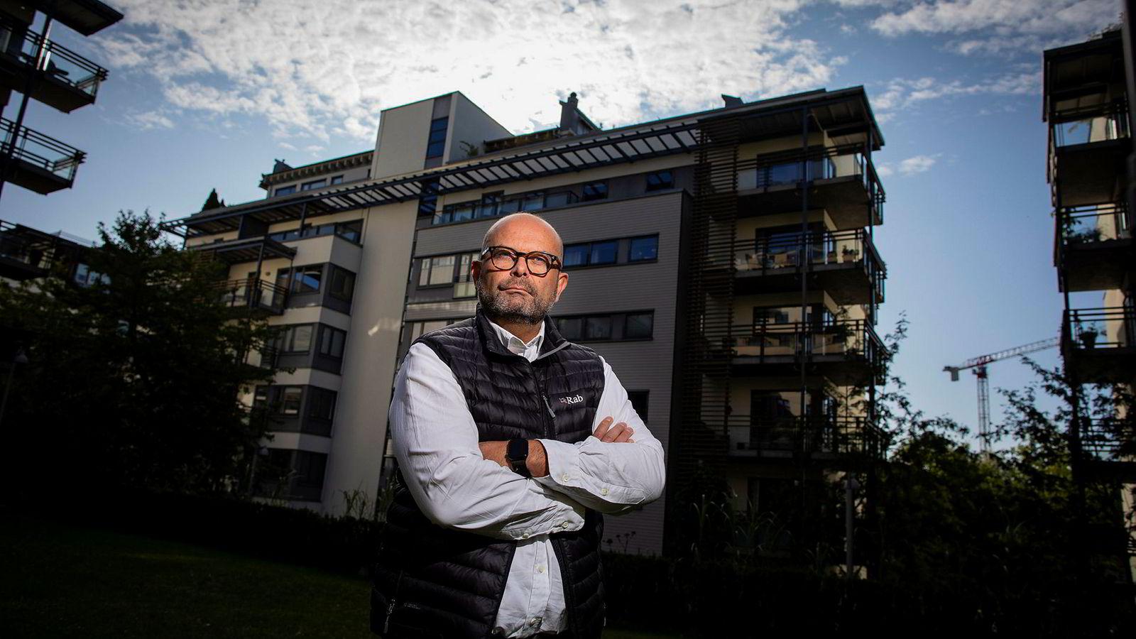 Eiendomsutvikler Terje Tinholt mener Finanstilsynets forslag til ny boliglånsforskrift vil føre til at det bygges færre boliger, og kun er gunstig for dem som allerede har mye penger.