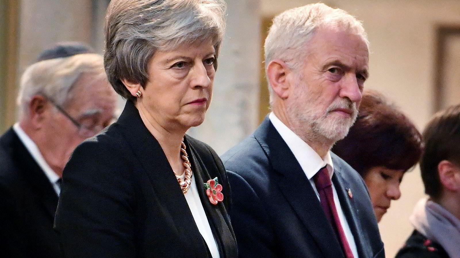 Lederne for de to største partiene, statsminister Theresa May og Labour-leder Jeremy Corbyn, hadde i utgangspunktet sagt ja til å være med i en debatt to dager før avstemningen i parlamentet. Så røk de uklar om formatet på debatten.