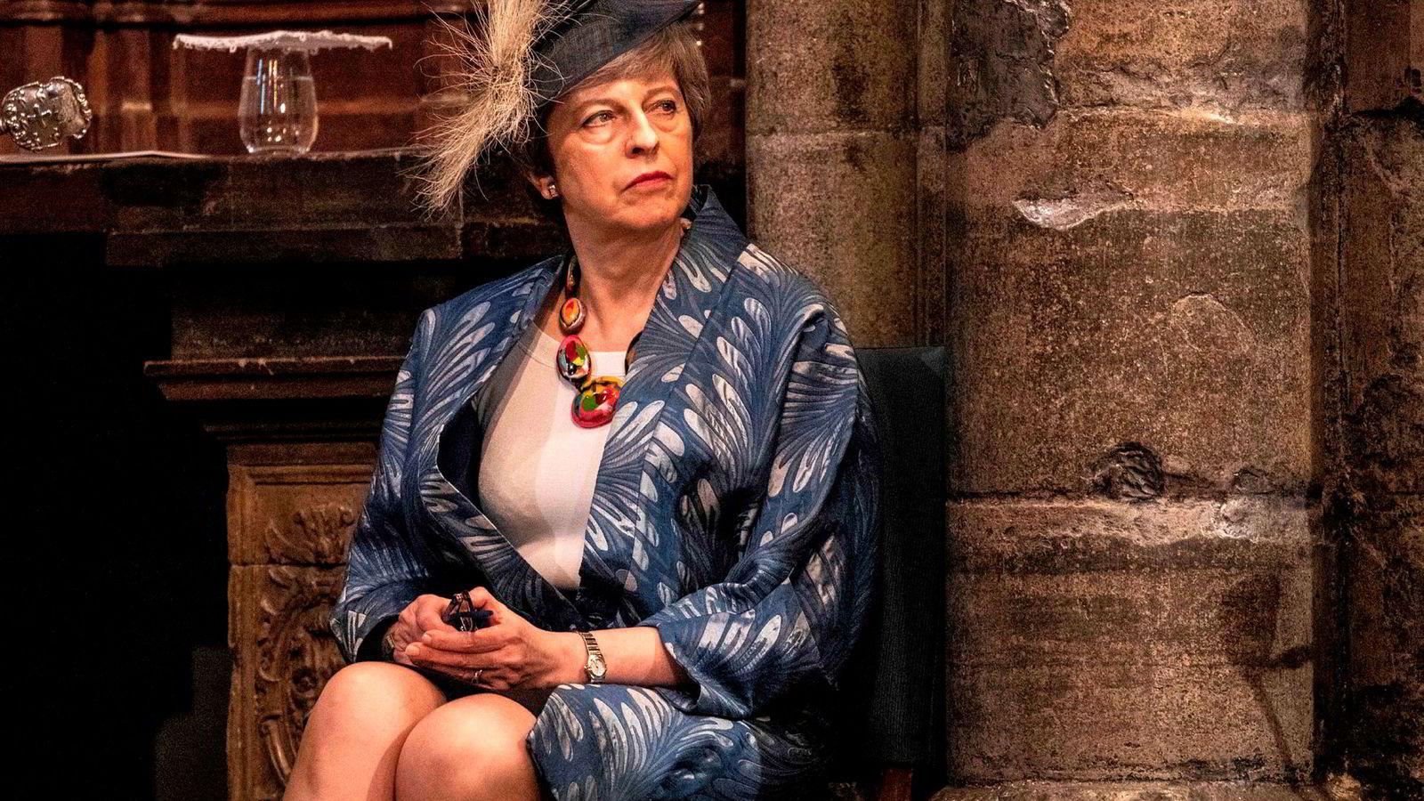 Storbritannias statsminister, Theresa May, har en særdeles travel uke. Her venter hun på å tale under den tverreligiøse markeringen av Samveldedagen i Westminster Abbey.