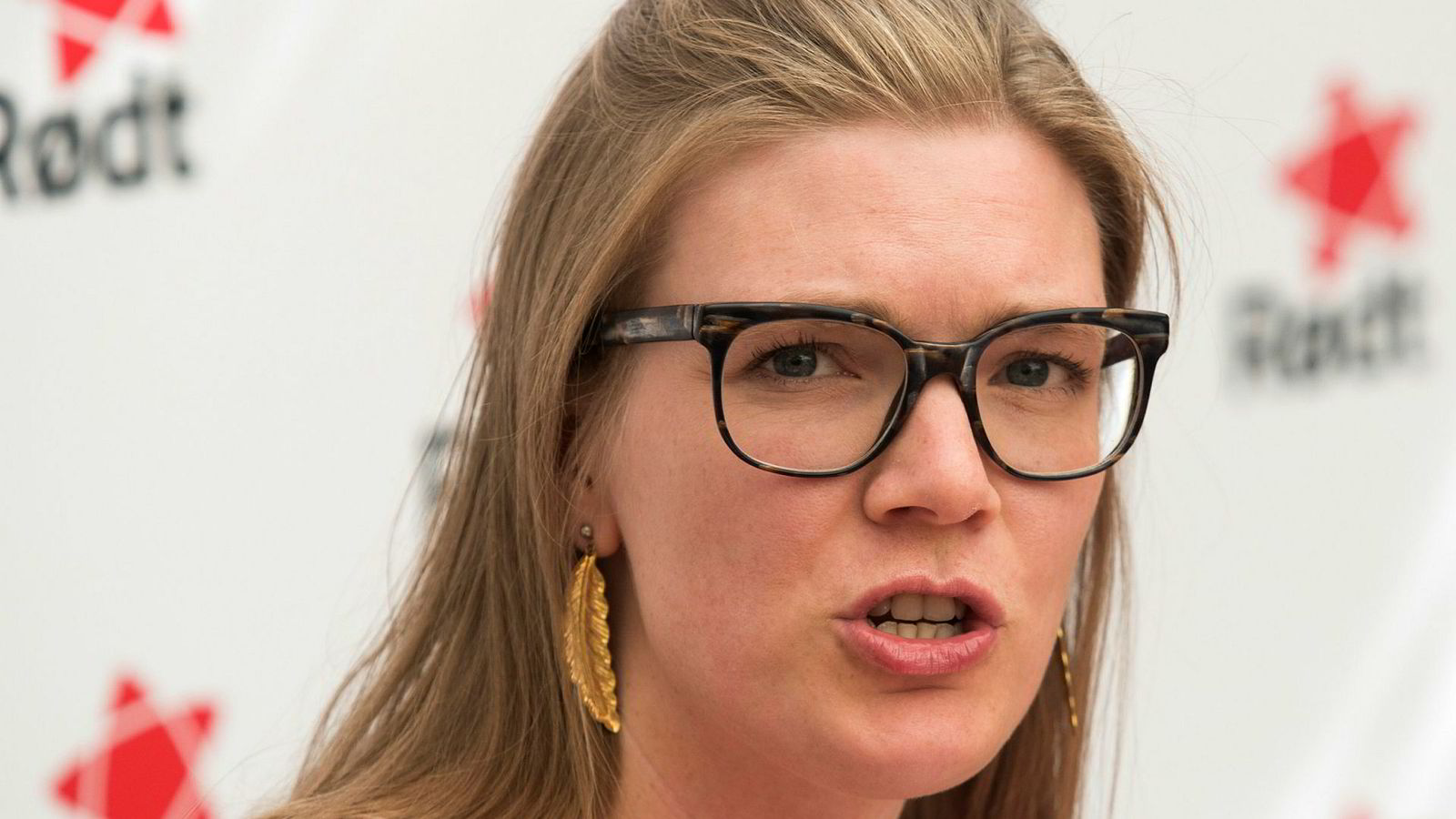 Nestleder Marie Sneve Martinussen i Rødt vil ha mer debatt om regjeringsforslaget som lovfester praksisen med at midler fra oljefondet ikke kan investeres i Norge