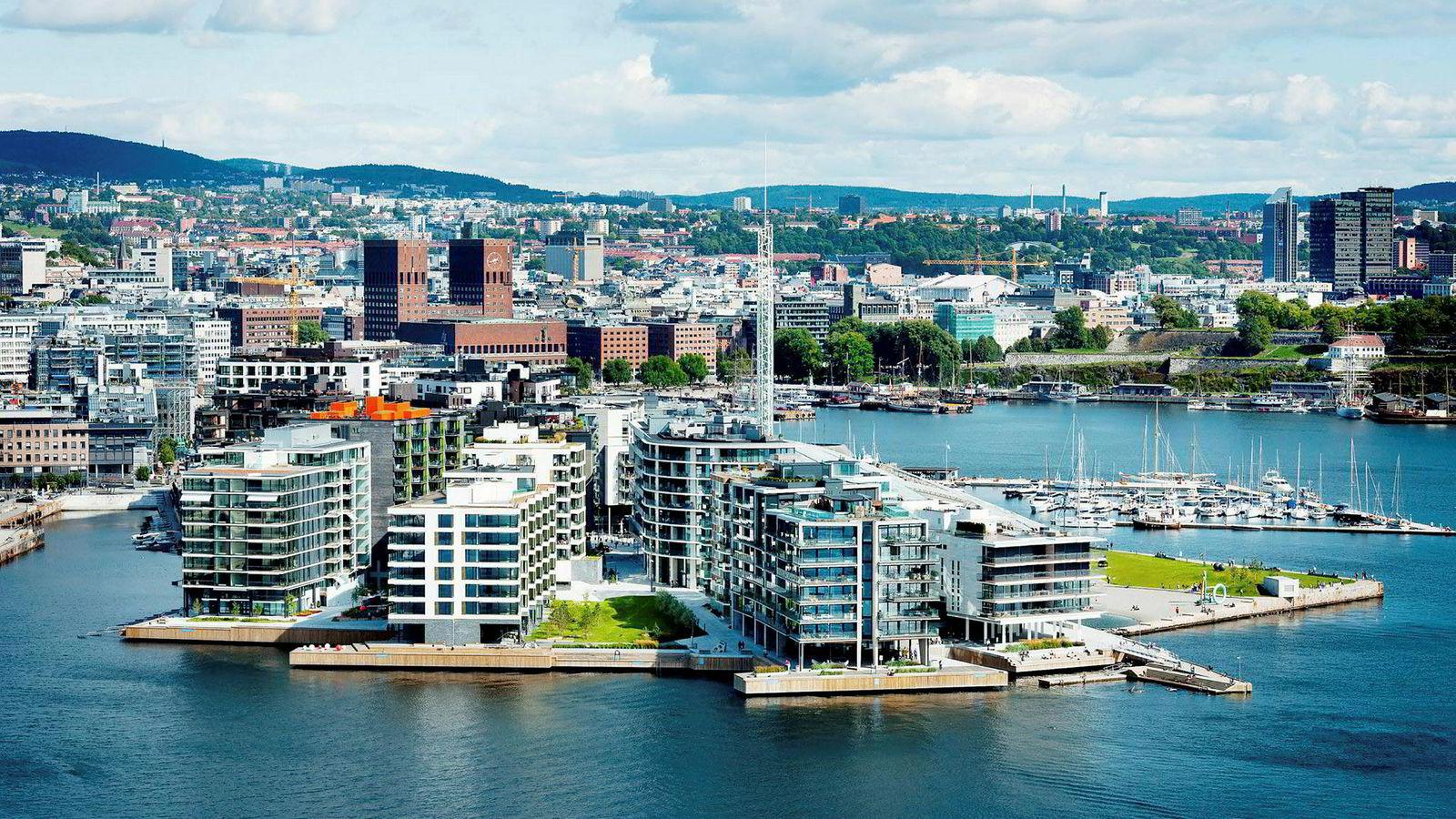 Alexander Sunde har solgt leiligheten sin i Kavringen brygge 6 i bygget lengst til høyre i bildet.
