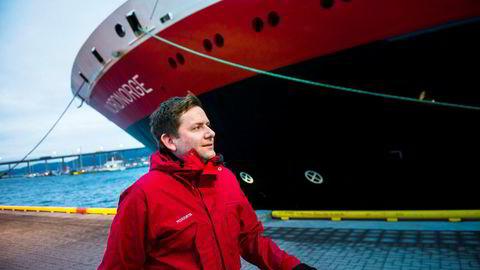 Hurtigrutens konsernsjef Daniel Skjeldam kan endelig vise frem overskudd, og det er en milepæl på veien mot mulig børsnotering eller salg av rederiet. Han sier det ikke er umiddelbare planer om det. Her fra Tromsø havn.