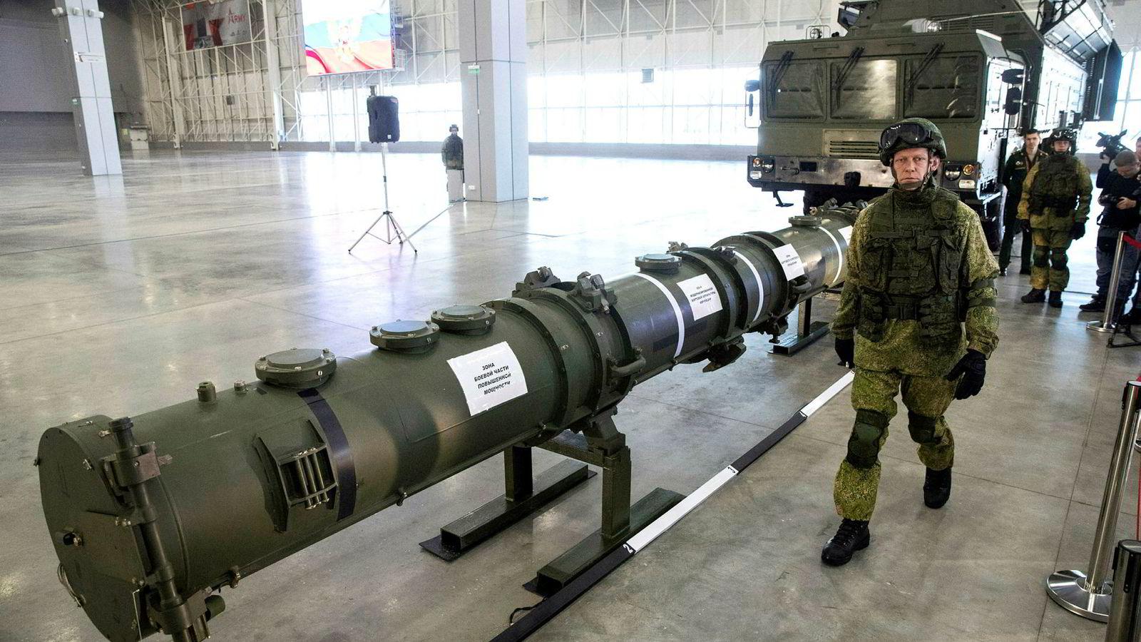 Natos forsvarsministere har gitt opp å redde avtalen som forbyr utplassering av landbaserte mellomdistanseraketter. USA og Russland trakk seg fra avtalen tidligere i år. Her ser vi det russiske kryssermissilet 9M729.