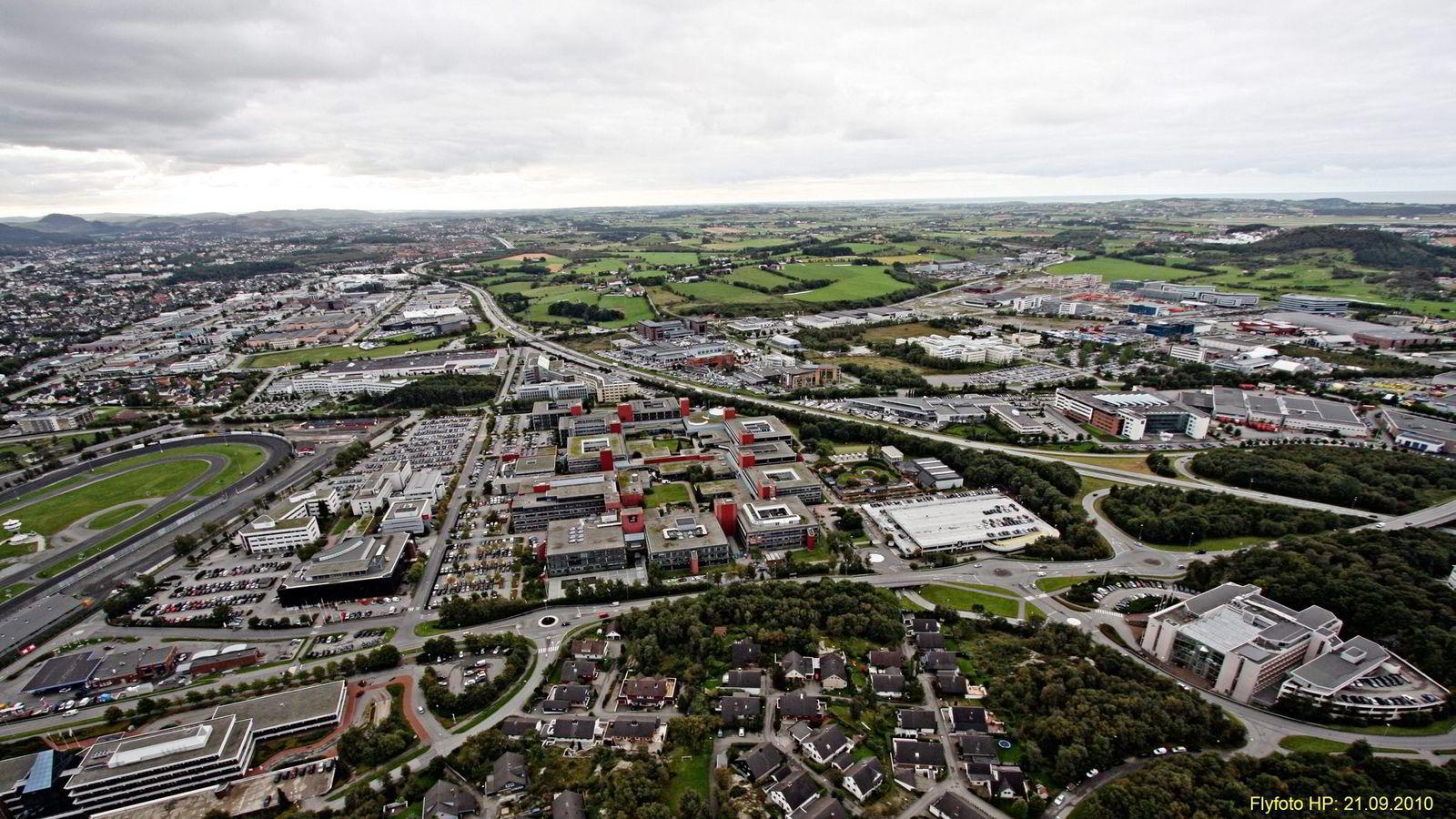 Leieprisene for kontorlokaler har vært i fritt fall i det oljetunge næringsområdet Forus i Stavanger siden oljeprisen begynte å falle for halvannet år siden.