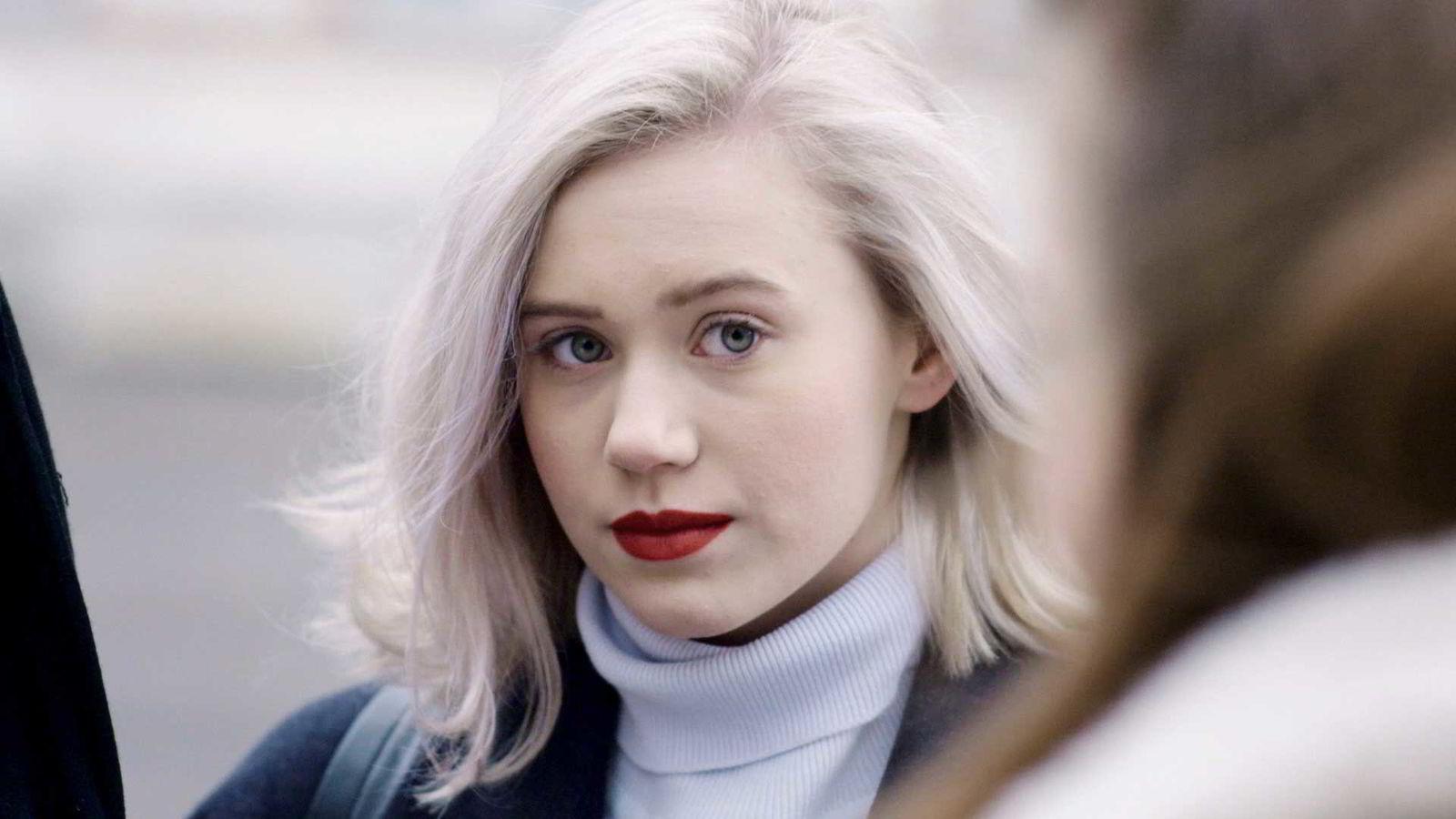For hver 13-åring som skal eksperimentere med rus, sex og meningsopprør, er det en ny 50-åring som er bekymret for neste generasjon og samfunnets forfall, skriver artikkelforfatteren. Her Noora i NRKs tv-serie «Skam».