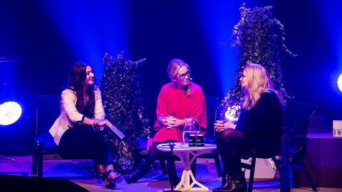 Fra venstre: Anya Eldan, Anita Krohn Traaseth og konferansier Natasha Friis Saxberg på scenen under Oslo Innovation Week. Foto: OIW