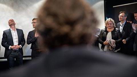 Edgeir Vårdal Aksnes blir ellevill av glede når han får høre at han er blant vinnerne av Petter Stordalens idékonkurranse. Foto: Aleksander Nordahl