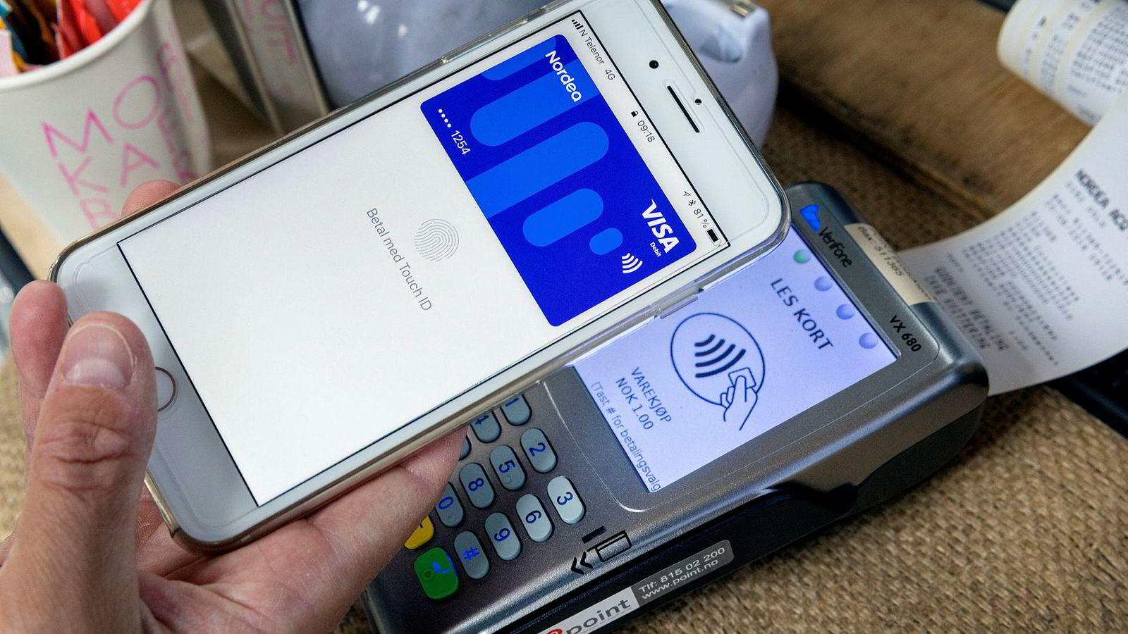 16a41436 Med Apple Pay kan man velge å betale med mobilen i stedet for et kort.