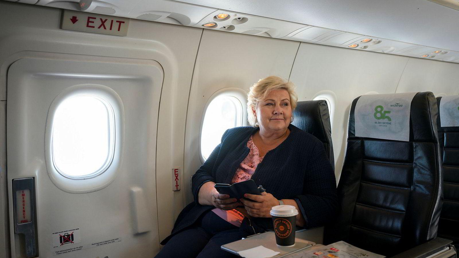 Statsminister Erna Solberg – her på vei fra Ålesund til Haugesund i valgkampen – sliter hverken med flyskam eller oljepengeskam.