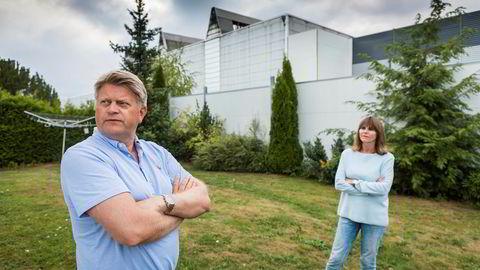 Trond Gulestø er nærmeste nabo til Kryptovault sitt anlegg på Follum. Eirin Brudevik bor på andre siden av fabrikken, noen hundre meter unna Gulestø. Begge er sterkt plaget av støyen som har kommet fra fabrikken i sommer.