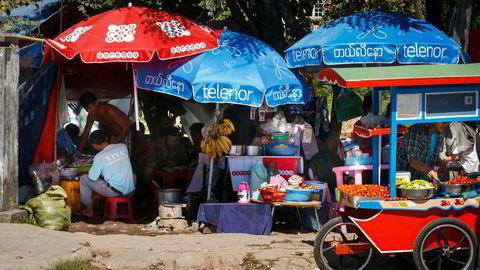 Da Telenor lanserte sine tjenester i Myanmar i 2014, falt prisen for et sim-kort fra 1000 kroner til ti kroner. Nå nærmere internettbruken via mobil seg det samme nivået som i Norge.