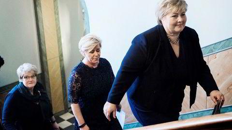Venstre-leder Trine Skei Grande, Frp-leder Siv Jensen og Høyre-leder Erna Solberg har hatt hver sin trøblete sak å håndtere samtidig med at de har gått i regjering sammen.