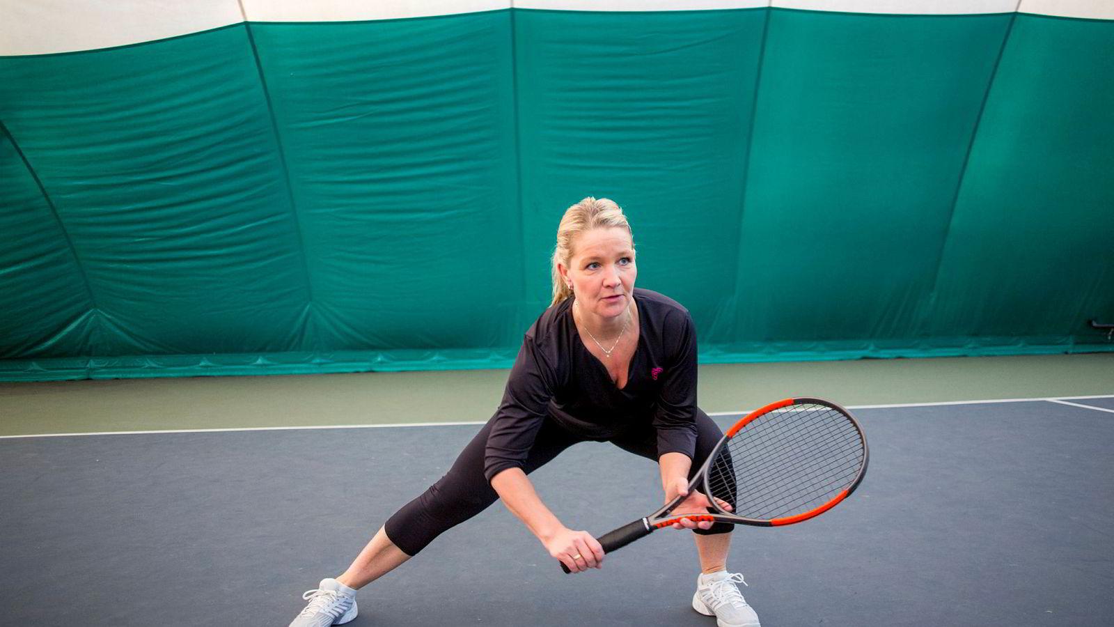 Lise Østmoe droppet styrketreningen da hun ble hektet på tennis. Det resulterte i en real skadesmell. Selv er hun er overbevist om at smellen skyldtes svakere hofte-, mage- og kjernemuskulatur.