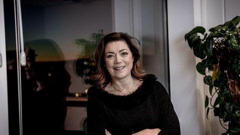 Konsernsjef Kristin Skogen Lund i Schibsted tvitret lørdag støtte til regjeringens enighet om forbud mot selvbestemt tvillingabort.