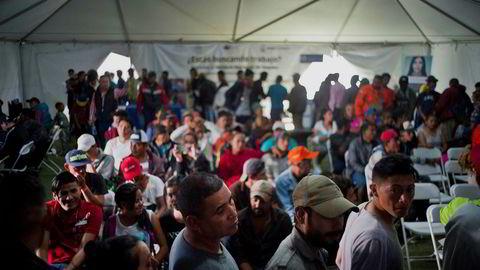 Den globale flyktningssituasjonen har fått økt oppmerksomhet den siste tiden. Her står flyktninger i arbeidsledighetskø i mexicanske Tijuana forrige måend.