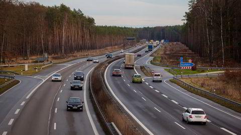Tyskland omgjør gammel motorvei til natur. Illustrasjonsbildet viser trafikk på motorveien A12 i nærheten av Fuerstenwalde i Tyskland. Foto: Krisztian Bocsi/