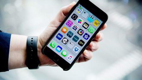 Mange apper strekker seg for langt inn i privatsfæren. Forbrukerrådet ønsker å bevisstgjøre forbrukere og appleverandører, skriver artikkelforfatteren. Foto: Elin Høyland