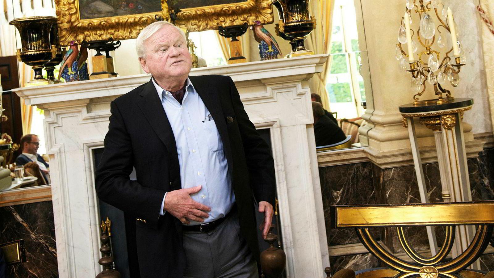 Den kypriotiske statsborgeren John Fredriksen, her fotografert i sitt hjem i London, er en av dem som tjener fett på at norske politikere ikke beskatter grunnrenten i havbruk.