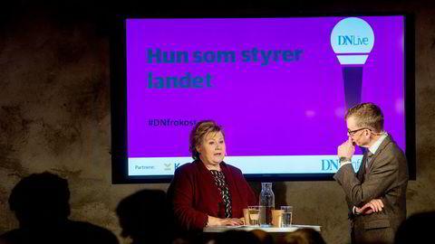 Statsminister Erna Solberg blir intervjuet av politisk redaktør i DN, Kjetil B. Alstadheim. Foto: Mikaela Berg