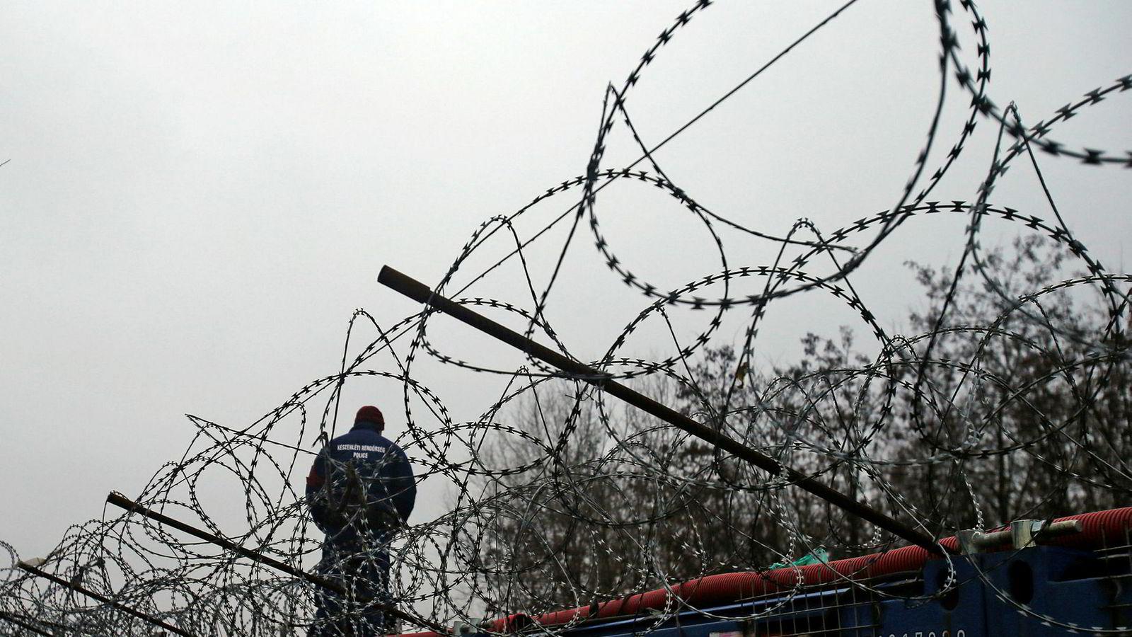 EUs budsjettkommissær Günther Oettinger la onsdag frem kommisjonens forslag til langtidsbudsjett for unionen for årene 2021-27, totalt 1279 milliarder euro over en syvårsperiode. Ifølge forslaget risikerer land som tar lett på EUs verdier og rettsstatsprinsipper kutt – i praksis en trussel mot Ungarn og Polen. EUs grensevakt er en av vinnerne med sterk økning i bemanning og bevilgninger.